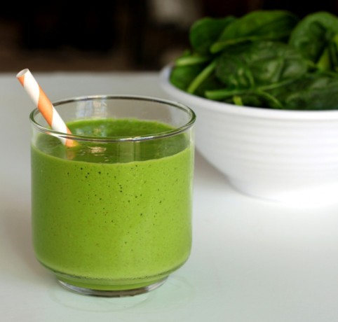 tropical green smoothie.jpg